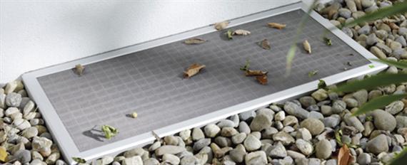 lichtschachtabdeckungen f r ihr kellerfenster halten unrat und insekten fern hechemer. Black Bedroom Furniture Sets. Home Design Ideas